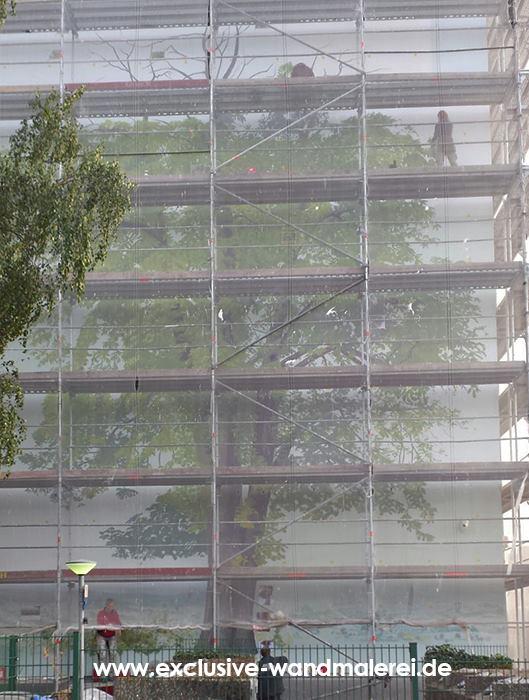 Team-Baum-malend-Hochhaus-langen